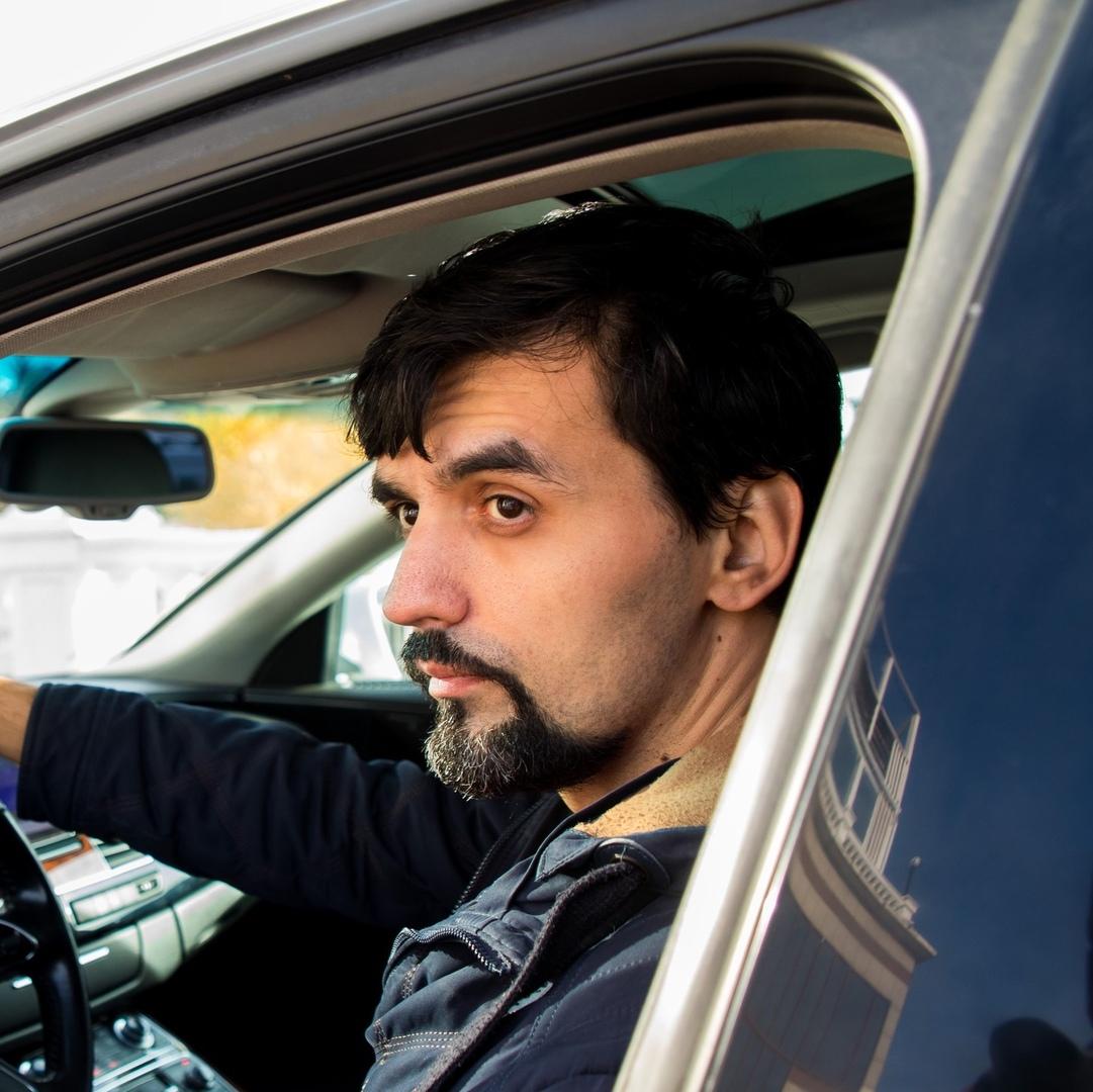 Yuriy Bozhechkov - Operations Manager of ZDM-auto